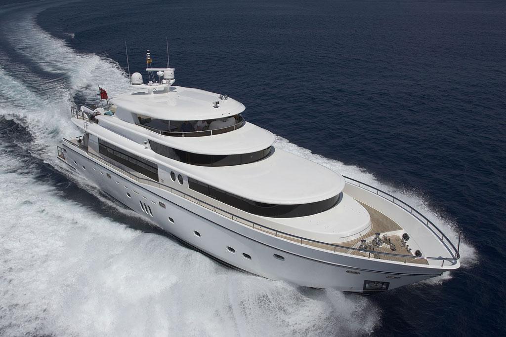 Vip charter alquiler de yates de lujo en mallorca jhonson 105 for Yates de lujo segunda mano