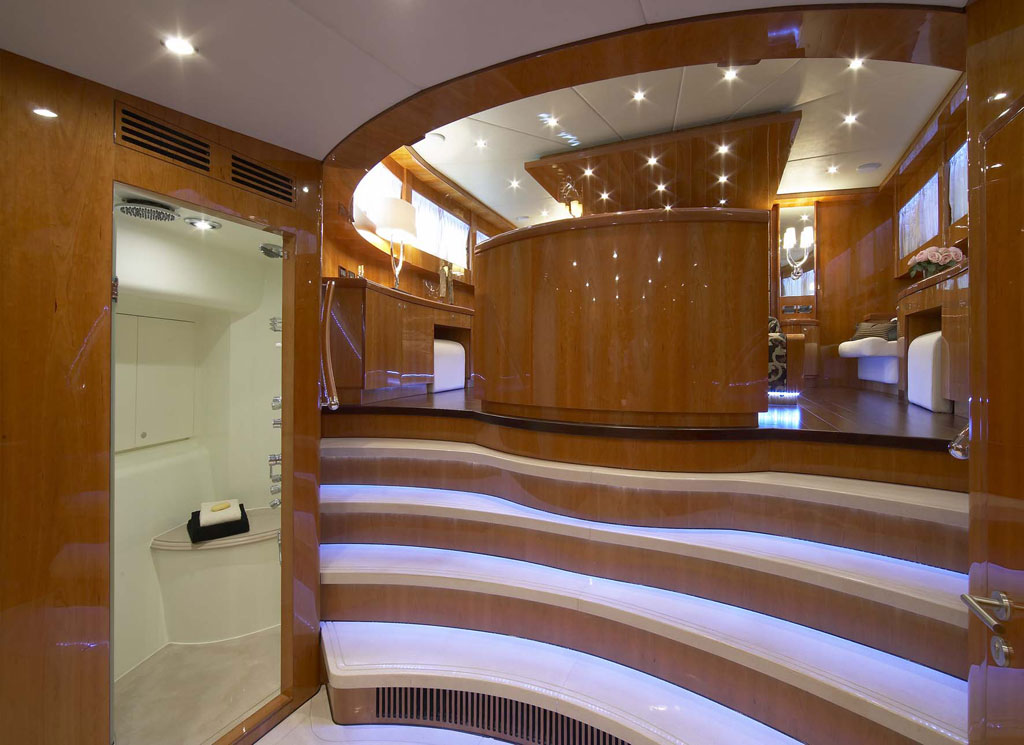 Vip charter alquiler de yates de lujo en mallorca jhonson 105 for Interior yates de lujo